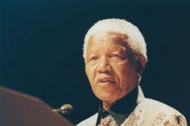 Nelson Mandela, 2000 (2).jpg